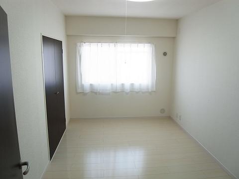上野毛サンハイツ  洋室1