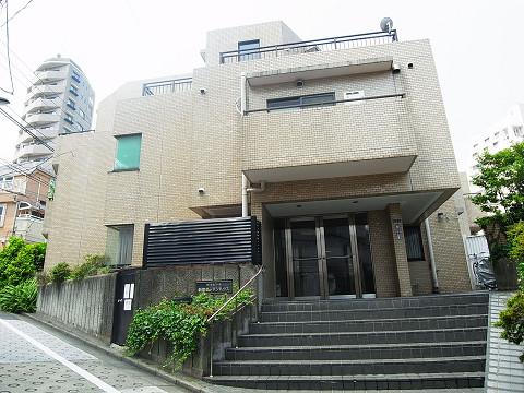 位置する「マートルコート新宿 ...