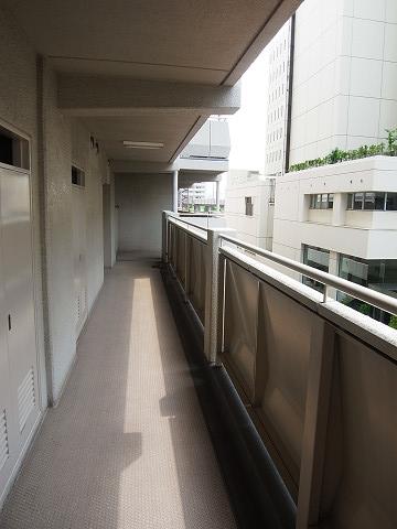 三田ナショナルコート 共用廊下