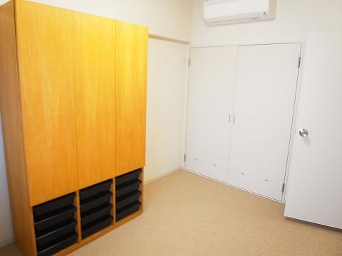 三田ナショナルコート 洋室