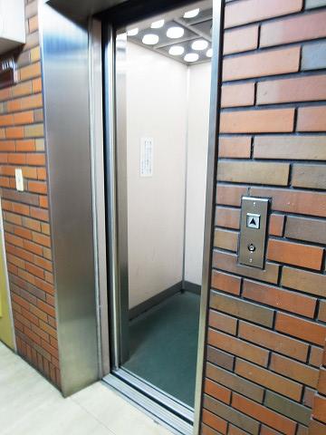ハイツ柿の木坂 エレベーター