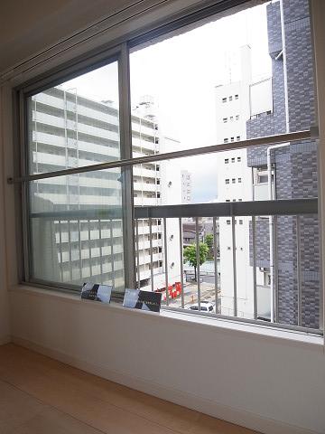カーサ目黒 洋室 窓
