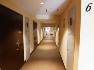 マンション新宿御苑  廊下