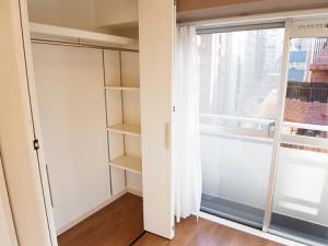 マンション新宿御苑  洋室2収納