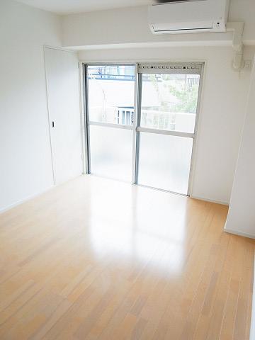 マンション池尻 洋室6帖