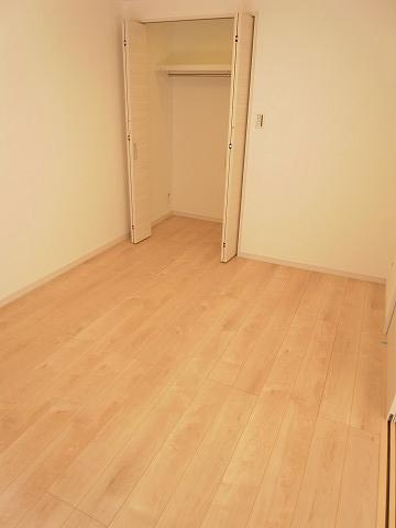 三田第2コーポラス 洋室2