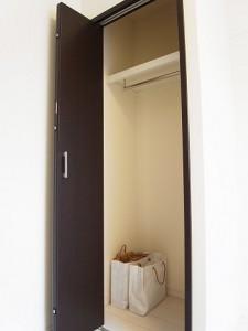 西新宿ハウス  洋室2収納
