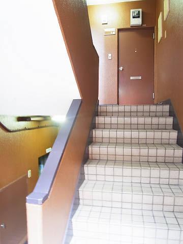ルミエール三軒茶屋 階段