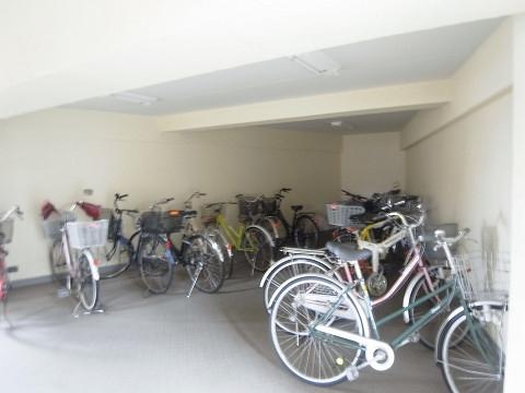 烏山南住宅 自転車置き場