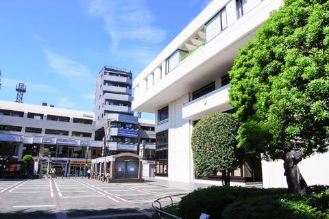 岩崎学生寮前