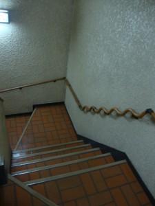 東中野ハイツ 共有階段