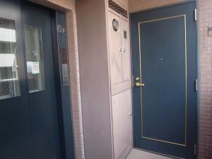 エクセルシオール麻布 エレベーターとお部屋の玄関