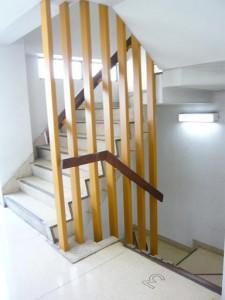 青山アジアマンション 階段