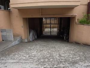松涛マンション 駐輪場へのアプローチ
