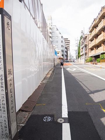 新宿御苑サニーコート エントランス前道路