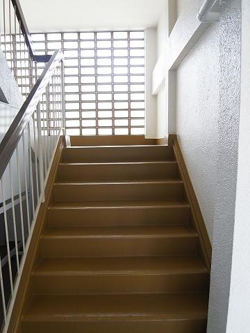 都立大コーポラス 階段