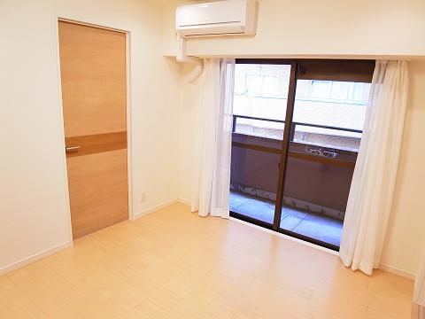 ロイヤルハイツ新宿御苑 洋室5.5帖