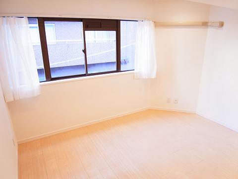 ロイヤルハイツ新宿御苑 洋室2
