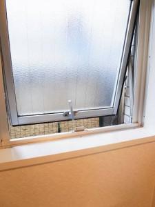 ニューヴィラ三軒茶屋 トイレ 窓
