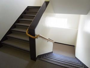 東海経堂マンション 階段