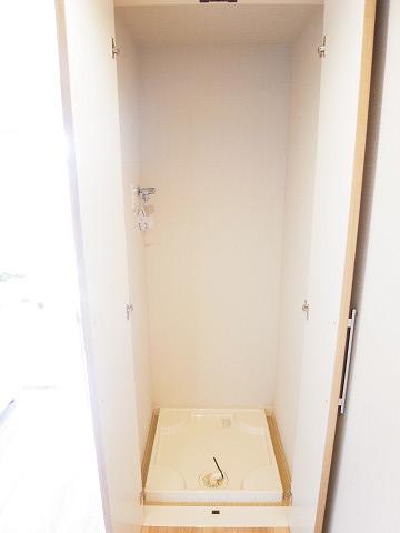 初台ハイツ 洗濯機置場