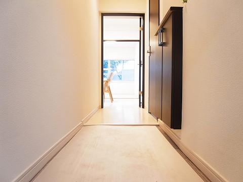 パレス三條 玄関