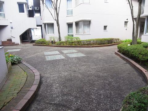 ラルゴ芦花公園 中庭